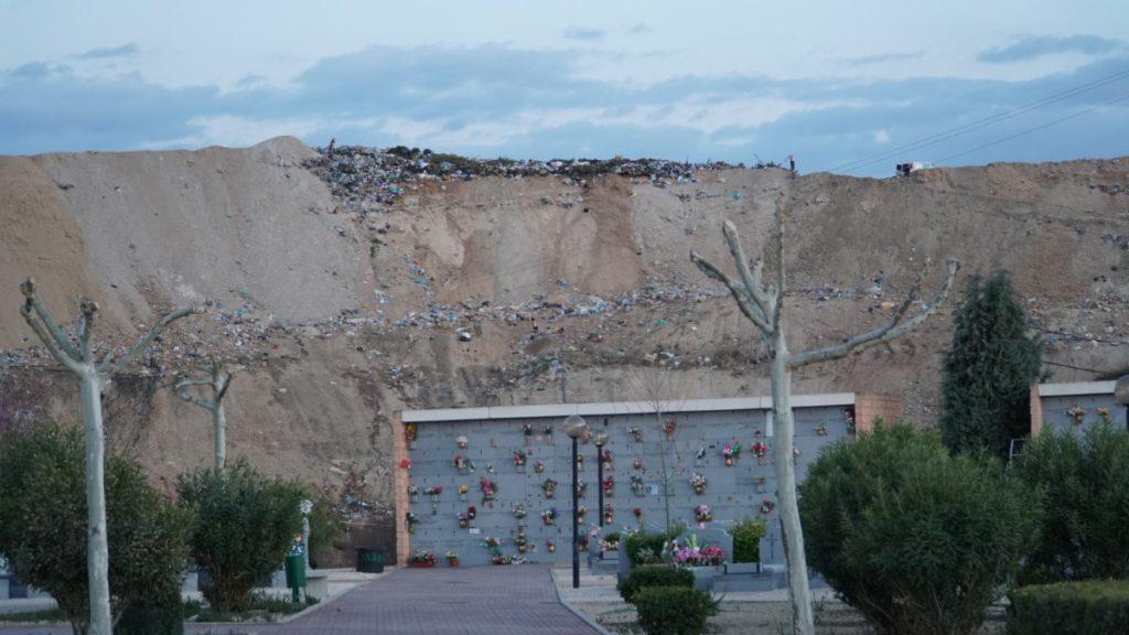 Vista del vertedero desde el Cementerio El Jardín